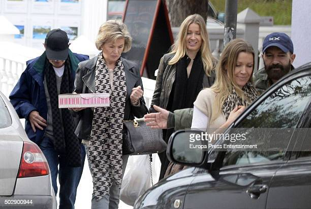 Antonio Banderas Nicole Kimpel her sister Barbara Kimpel and her parents are seen on December 23 2015 in Marbella Spain