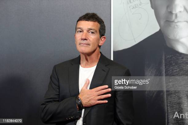 Antonio Banderas signs his photography at the CineMerit Gala during the Munich Film Festival at Gasteig on June 29 2019 in Munich Germany Spanish...