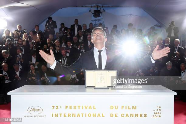 Antonio Banderas winner of the Best Actor award for Dolor Y Gloria poses at thewinner photocall during the 72nd annual Cannes Film Festival on May...