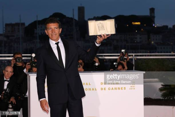Antonio Banderas winner of the Best Actor award for Dolor Y Gloria poses at thephotocall for Palme D'Or Winner during the 72nd annual Cannes Film...
