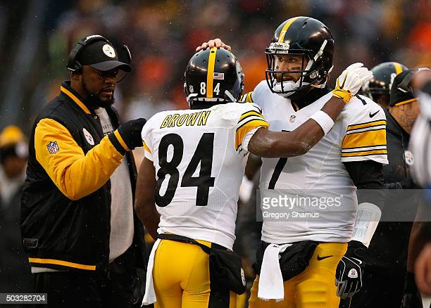 Antonio Brown celebrates his touchdown with head coach Mike Tomlin and Ben Roethlisberger of the Pittsburgh Steelers during the second quarter...