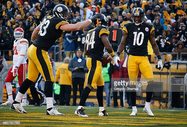 Antonio Brown celebrates his touchdown with Heath Miller and Martavis Bryant of the Pittsburgh Steelers during the third quarter against the Kansas...