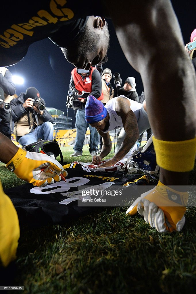Antonio Brown #84 of the Pittsburgh Steelers and Odell Beckham #13 of the New York Giants autograph jerseys for each other at the conclusion of the Pittsburgh Steelers 24-14 win over the New York Giants at Heinz Field on December 4, 2016 in Pittsburgh, Pennsylvania.