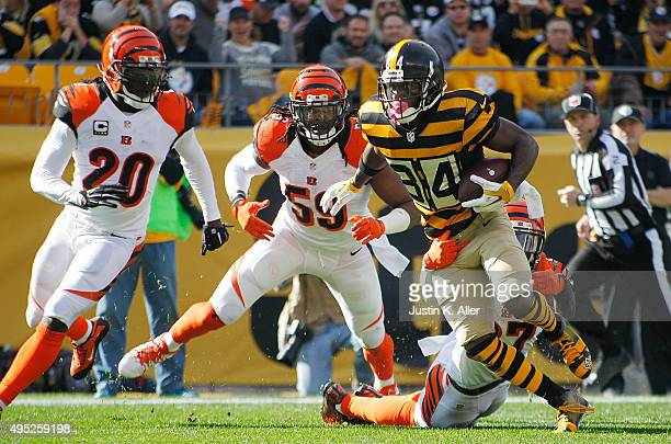 Antonio Brown of the Pittsburgh Steelers carries the ball in the 1st quarter of the game against the Cincinnati Bengals at Heinz Field on November 1...