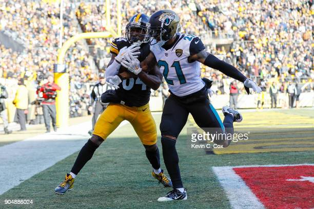 Antonio Brown of the Pittsburgh Steelers catches a pass in the end zone for a touchdown over AJ Bouye of the Jacksonville Jaguars during the first...