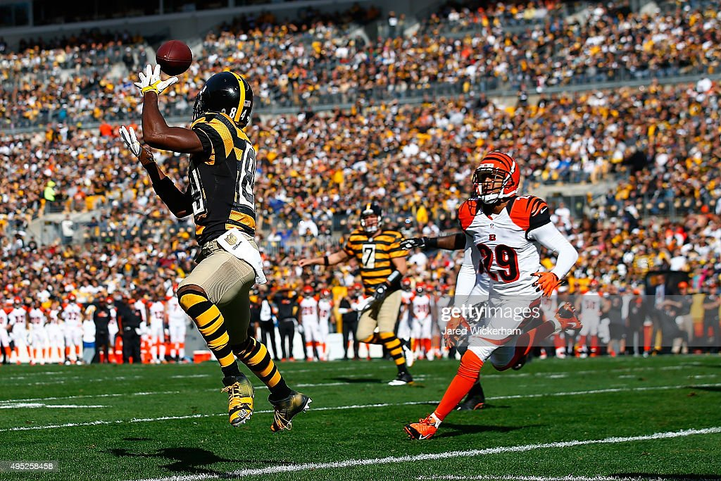 Antonio Brown #84 of the Pittsburgh Steelers catches a touchdown pass in the 1st quarter during a game against the Cincinnati Bengals at Heinz Field on November 1, 2015 in Pittsburgh, Pennsylvania.