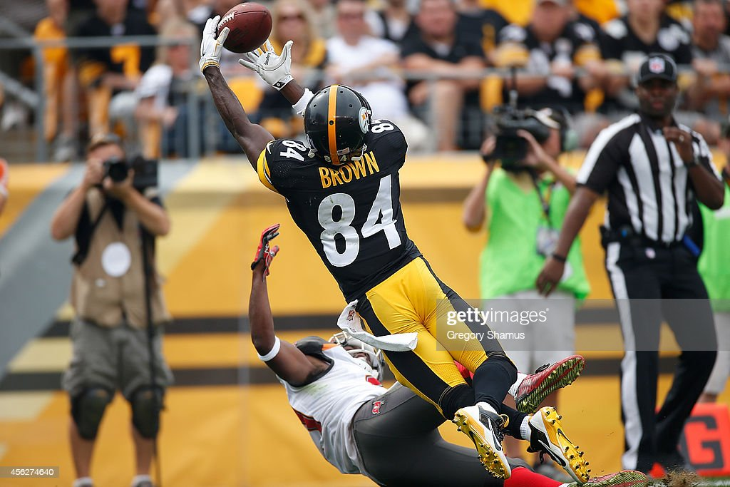 Antonio Brown #84 of the Pittsburgh Steelers catches his second touchdown of the game during the second quarter against the Tampa Bay Buccaneers at Heinz Field on September 28, 2014 in Pittsburgh, Pennsylvania.
