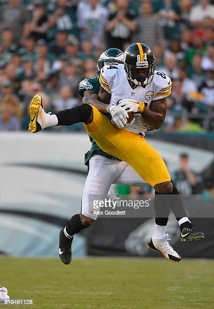 Antonio Brown of the Pittsburgh Steelers catches over Jalen Mills of the Philadelphia Eagles in the third quarter at Lincoln Financial Field on...