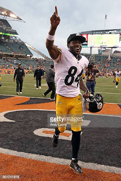 Antonio Brown of the Pittsburgh Steelers celebrates while running off of the field after defeating the Cincinnati Bengals 3320 at Paul Brown Stadium...