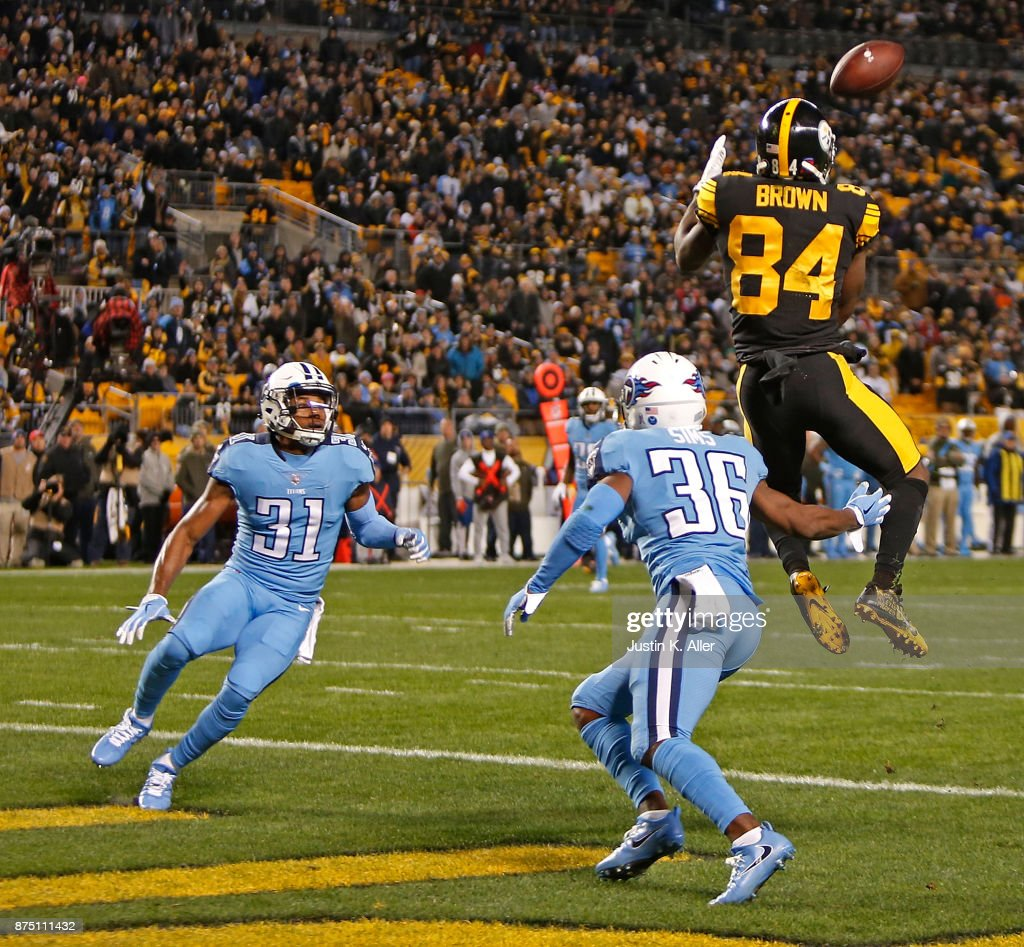Antonio Brown #84 of the Pittsburgh Steelers makes a catch in front of LeShaun Sims #36 of the Tennessee Titans and Kevin Byard #31 for a 41 yard touchdown reception in the first quarter during the game at Heinz Field on November 16, 2017 in Pittsburgh, Pennsylvania.