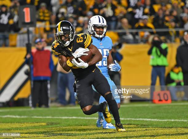 Antonio Brown of the Pittsburgh Steelers makes a catch in front of Adoree' Jackson of the Tennessee Titans for a 5 yard touchdown in the third...