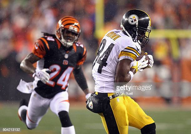 Antonio Brown of the Pittsburgh Steelers makes a reception in the first half against the Cincinnati Bengals during the AFC Wild Card Playoff game at...