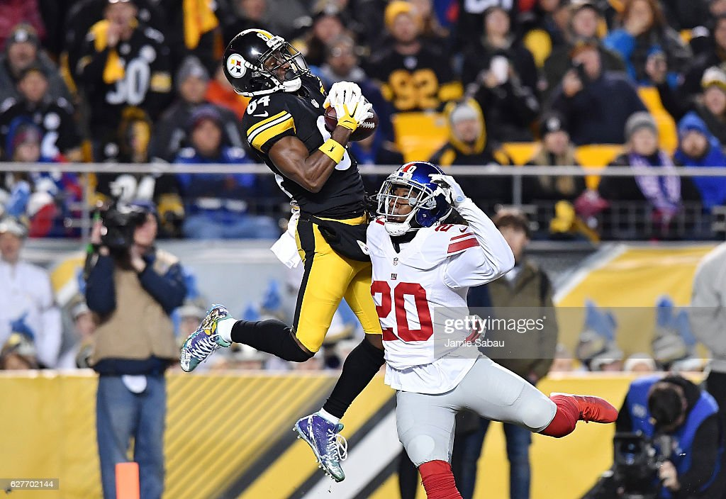 Antonio Brown #84 of the Pittsburgh Steelers makes a reception over Janoris Jenkins #20 of the New York Giants for a 22 yard touchdown in the second quarter during the game at Heinz Field on December 4, 2016 in Pittsburgh, Pennsylvania.