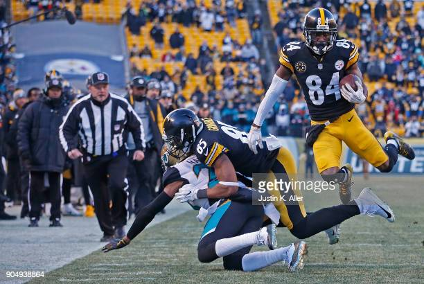 Antonio Brown of the Pittsburgh Steelers runs up field after a catch in the fourth quarter during the AFC Divisional Playoff game against the...
