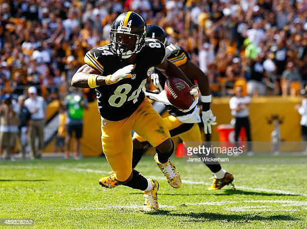 Antonio Brown of the Pittsburgh Steelers runs with the ball following a 59 yard pass in the first quarter against the San Francisco 49ers during the...