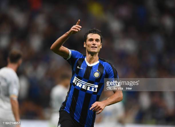 Antonio Candreva of FC Internazionale celebrates after his goal of 4-0 during the Serie A match between FC Internazionale and US Lecce at Stadio...