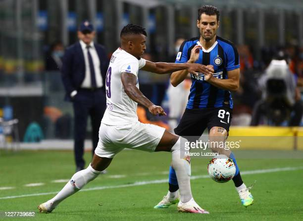 Antonio Candreva of FC Internazionale competes for the ball with Dalbert Estevao of ACF Fiorentina during the Serie A match between FC Internazionale...