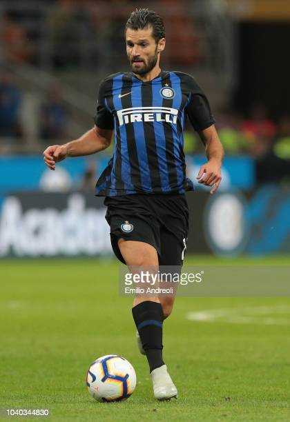 Antonio Candreva of FC Internazionale controls the ball during the Serie A match between FC Internazionale and ACF Fiorentina at Stadio Giuseppe...