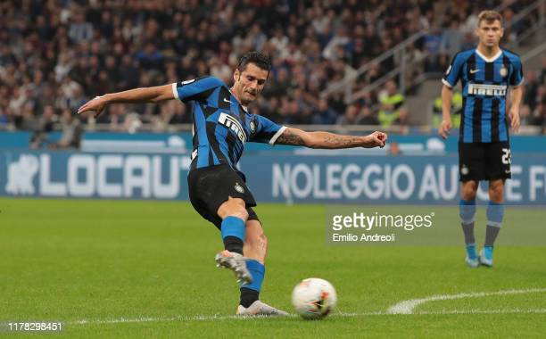 Antonio Candreva of FC Internazionale scores the opening goal during the Serie A match between FC Internazionale and Parma Calcio at Stadio Giuseppe...