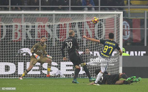 Antonio Candreva of FC Internazionale scores the second goal during the Serie A match between AC Milan and FC Internazionale at Stadio Giuseppe...