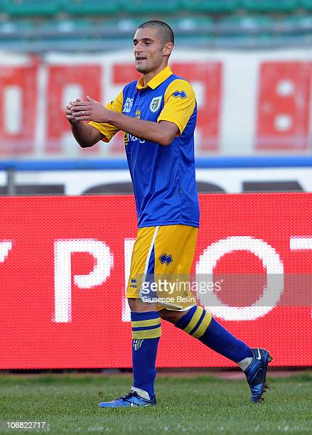 Antonio Candreva of Parma celebrates after scoring the opening goal during the Serie A match between Bari and Parma at Stadio San Nicola on November...