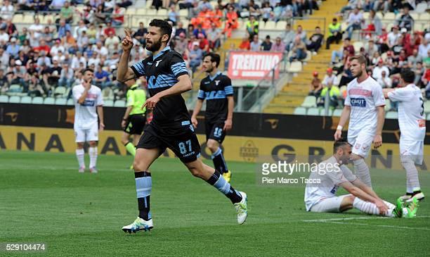 Antonio Candreva of SS Lazio celebrates his first goal during the Serie A match between Carpi FC and SS Lazio at Alberto Braglia Stadium on May 8...