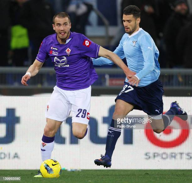 Antonio Candreva of SS Lazio competes for the ball with Alessandro De Silvestri of ACF Fiorentina during the Serie A match between SS Lazio and ACF...