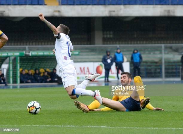 Antonio Caracciolo of Hellas Verona competes with Alejandro Dario Gomez of Atalanta BC during the serie A match between Hellas Verona FC and Atalanta...
