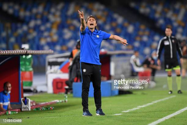 Antonio Conte FC Internazionale coach gestures during the Coppa Italia SemiFinal Second Leg match between SSC Napoli and FC Internazionale at Stadio...