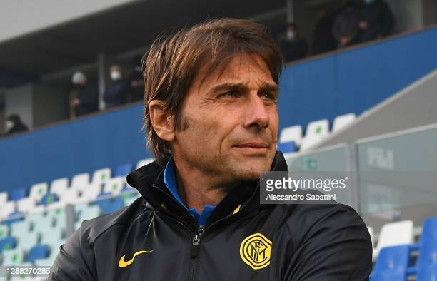 Antonio Conte head coach of FC Internaziona in action looks on during the Serie A match between US Sassuolo and FC Internazionale at Mapei Stadium -...