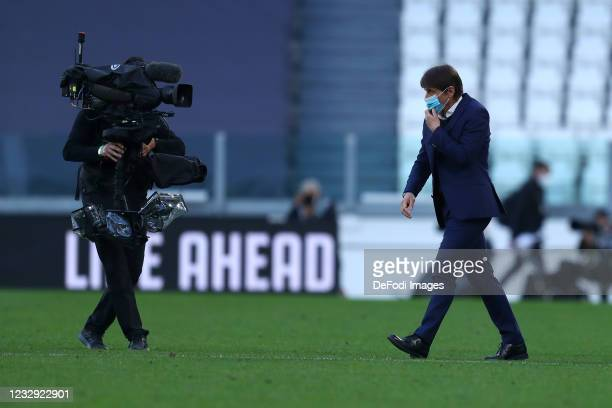 Antonio Conte, head coach of FC Internazionale look on during the Serie A match between Juventus and FC Internazionale at on May 15, 2021 in Turin,...