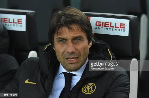 Antonio Conte head coach of FC Internazionale looks on during the Serie A match between Udinese Calcio and FC Internazionale at Stadio Friuli on...
