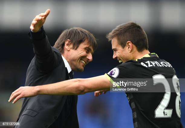 Antonio Conte Manager of Chelsea and Cesar Azpilicueta of Chelsea celebrate after the Premier League match between Everton and Chelsea at Goodison...