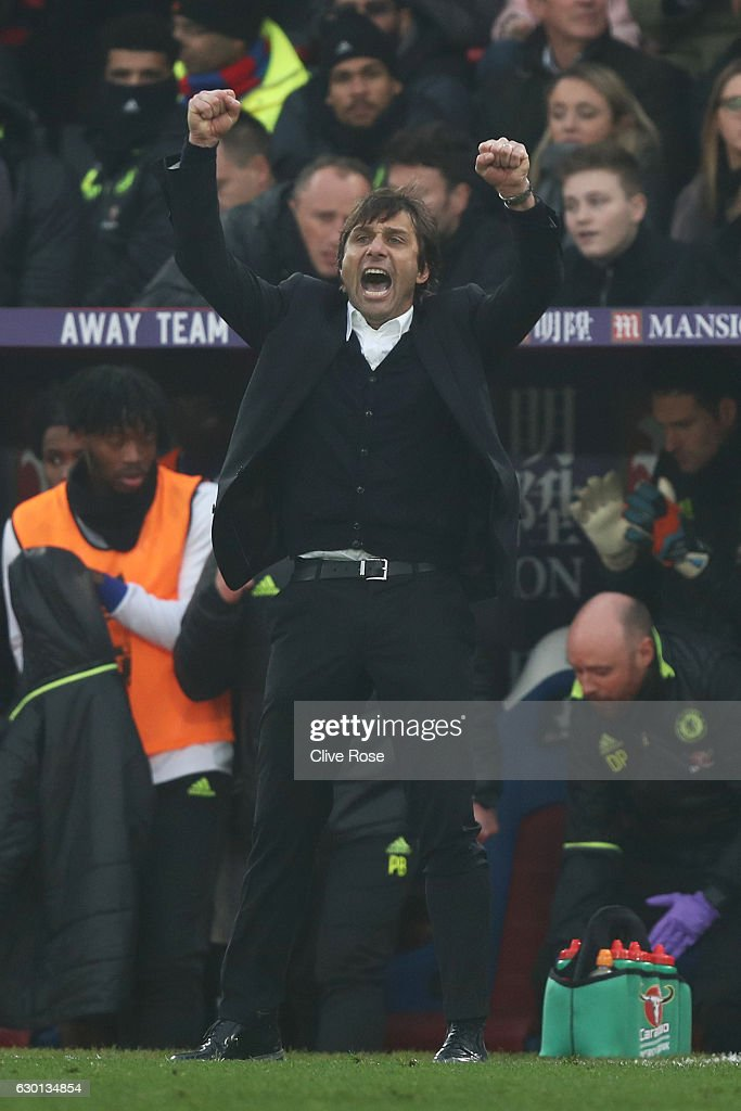 Antonio Conte, Manager of Chelsea celebrates after the final whistle during the Premier League match between Crystal Palace and Chelsea at Selhurst Park on December 17, 2016 in London, England.