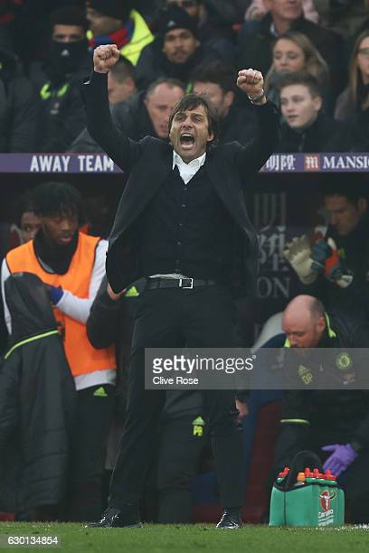 Antonio Conte Manager of Chelsea celebrates after the final whistle during the Premier League match between Crystal Palace and Chelsea at Selhurst...