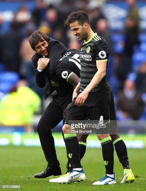 Antonio Conte Manager of Chelsea celebrates with Victor Moses of Chelsea after the Premier League match between Everton and Chelsea at Goodison Park...