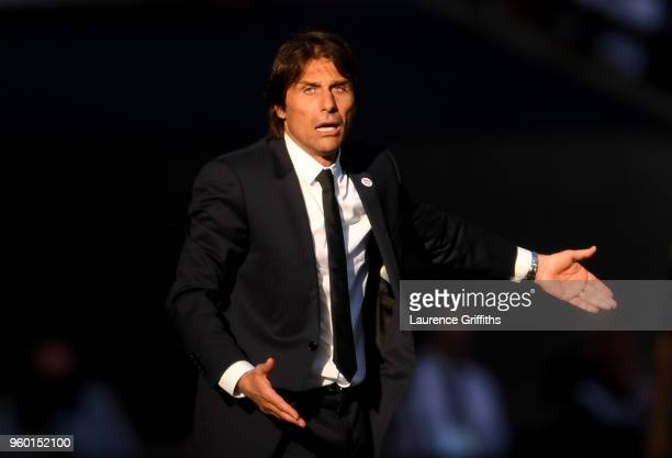 Antonio Conte Manager of Chelsea gives his team instructions during The Emirates FA Cup Final between Chelsea and Manchester United at Wembley...
