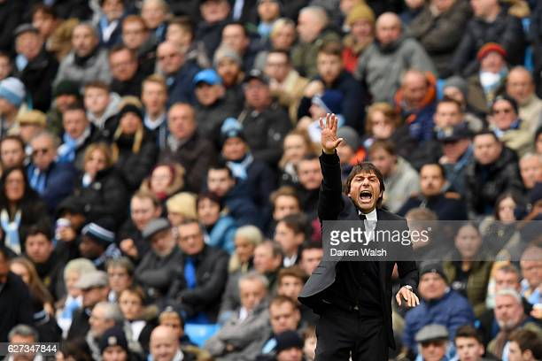 Antonio Conte Manager of Chelsea shouts to give instruction during the Premier League match between Manchester City and Chelsea at Etihad Stadium on...