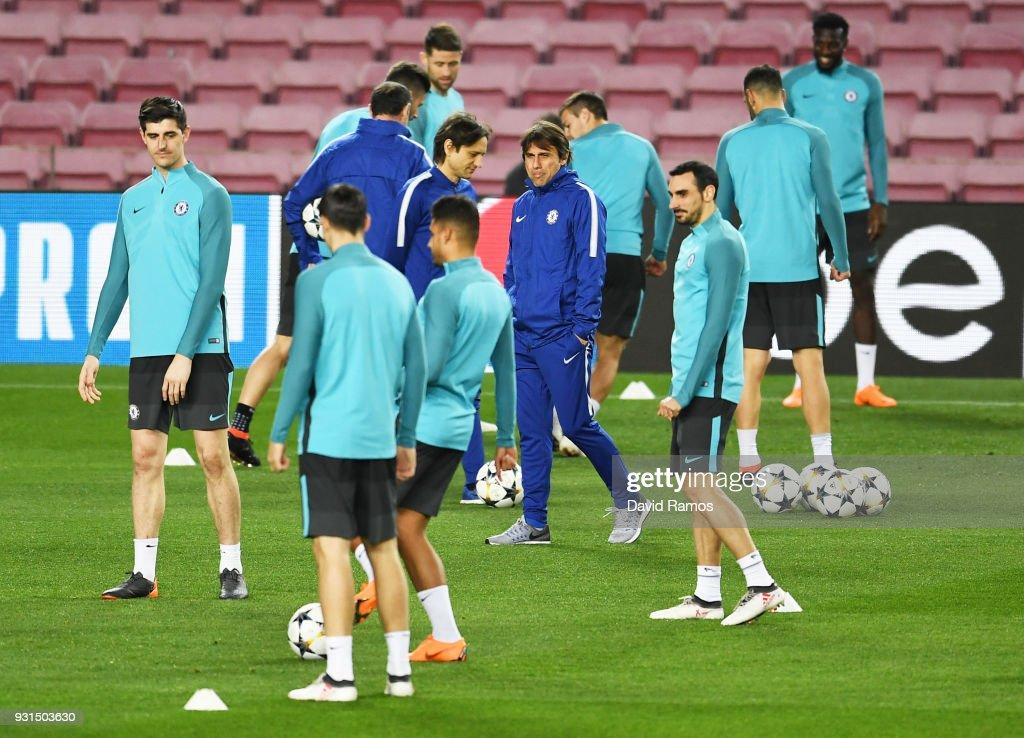 Chelsea Training and Press Conference : Fotografía de noticias