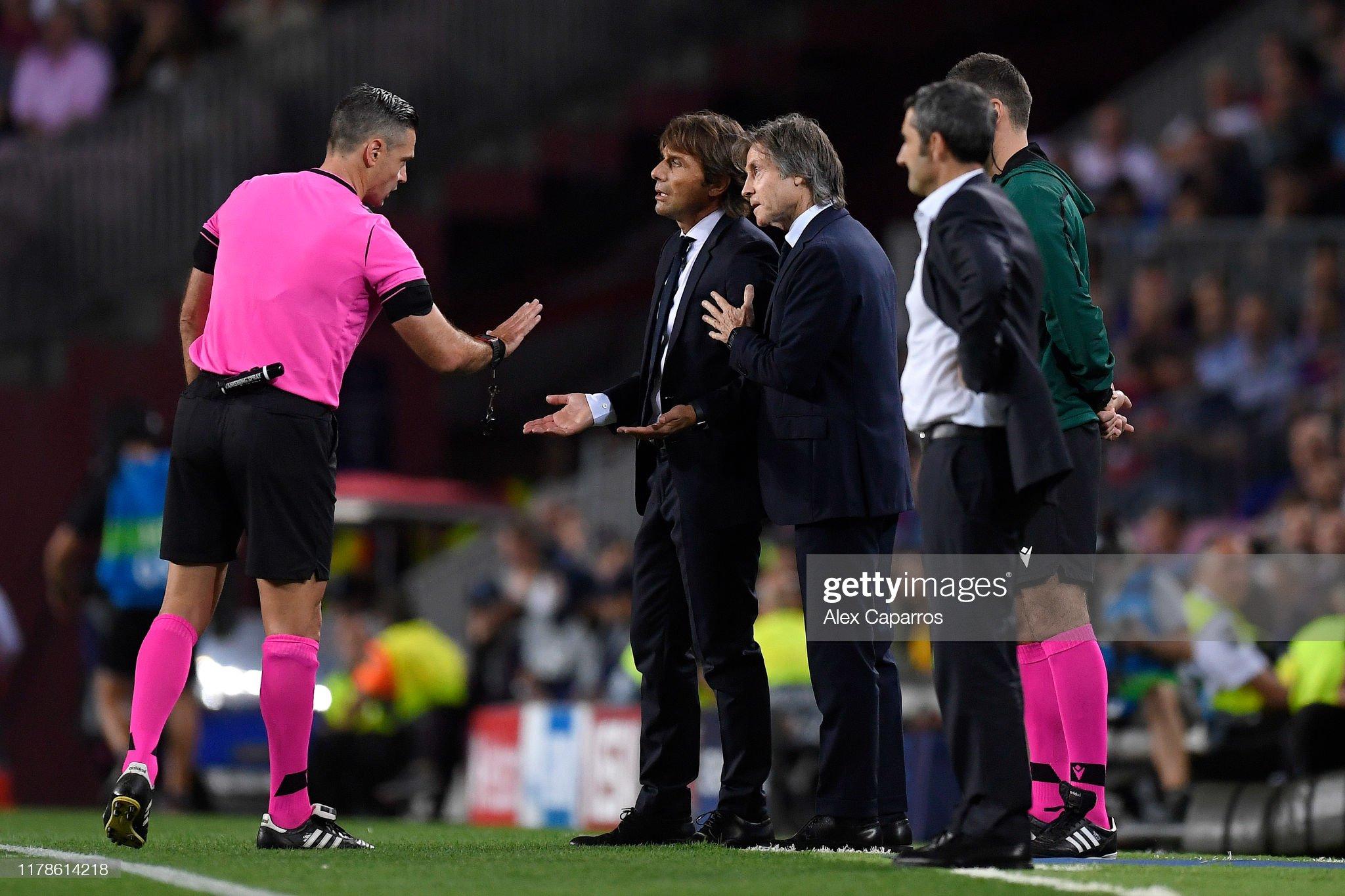 صور مباراة : برشلونة - إنتر 2-1 ( 02-10-2019 )  Antonio-conte-manager-of-inter-milan-speaks-with-the-referee-during-picture-id1178614218?s=2048x2048