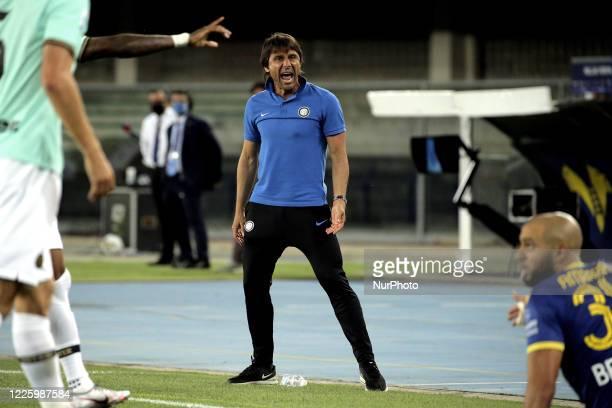 Antonio Conte of FC Internazionale reacts with Sofyan Amrabat of Hellas Verona during the Serie A match between Hellas Verona and FC Internazionale...