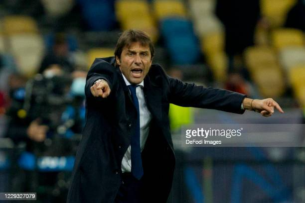 Antonio Conte of Internazionale gestures during the UEFA Champions League Group B stage match between Shakhtar Donetsk and FC Internazionale at...