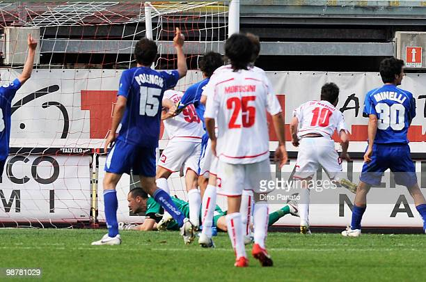 Antonio Di Nardo of Padova scores his first goal during the Serie B match between Calcio Padova and US Sassuolo Calcio at Stadio Euganeo on May 1...