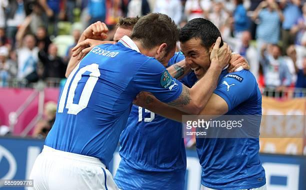 Antonio Di Natale Jubel nach dem 10 mit Antonio Cassano und Emanuele Giaccherini Fussball EM 2012 Spanien Italien UEFA EURO 2012 Group C Spain vs...