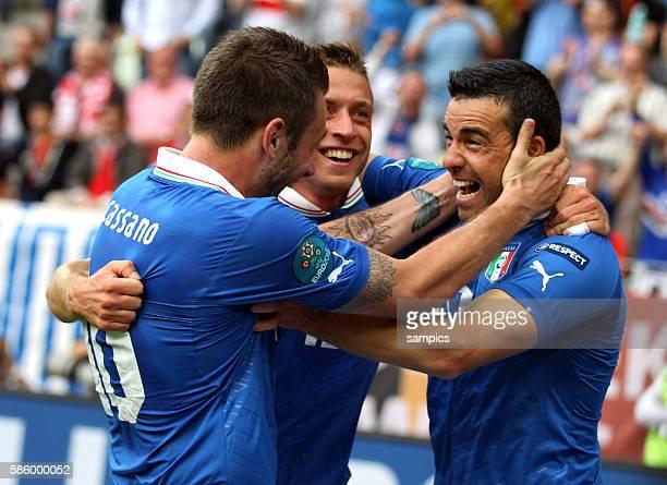Antonio Di Natale jubelt über sein tor zum 10 für Italien mit Antonio Cassano und Emanuele Giaccherini Fussball EM 2012 Spanien Italien UEFA EURO...