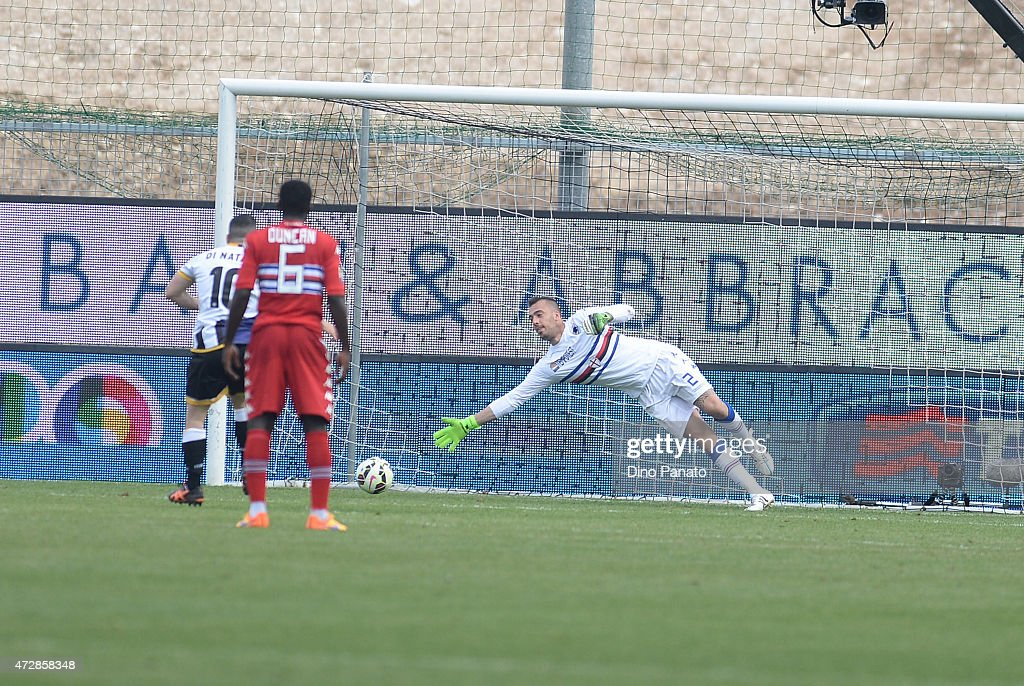 Antonio Di Natale (L) of Udinese Calcio scores his team's first goal from the penalty spot during the Serie A match between Udinese Calcio and UC Sampdoria at Stadio Friuli on May 10, 2015 in Udine, Italy.