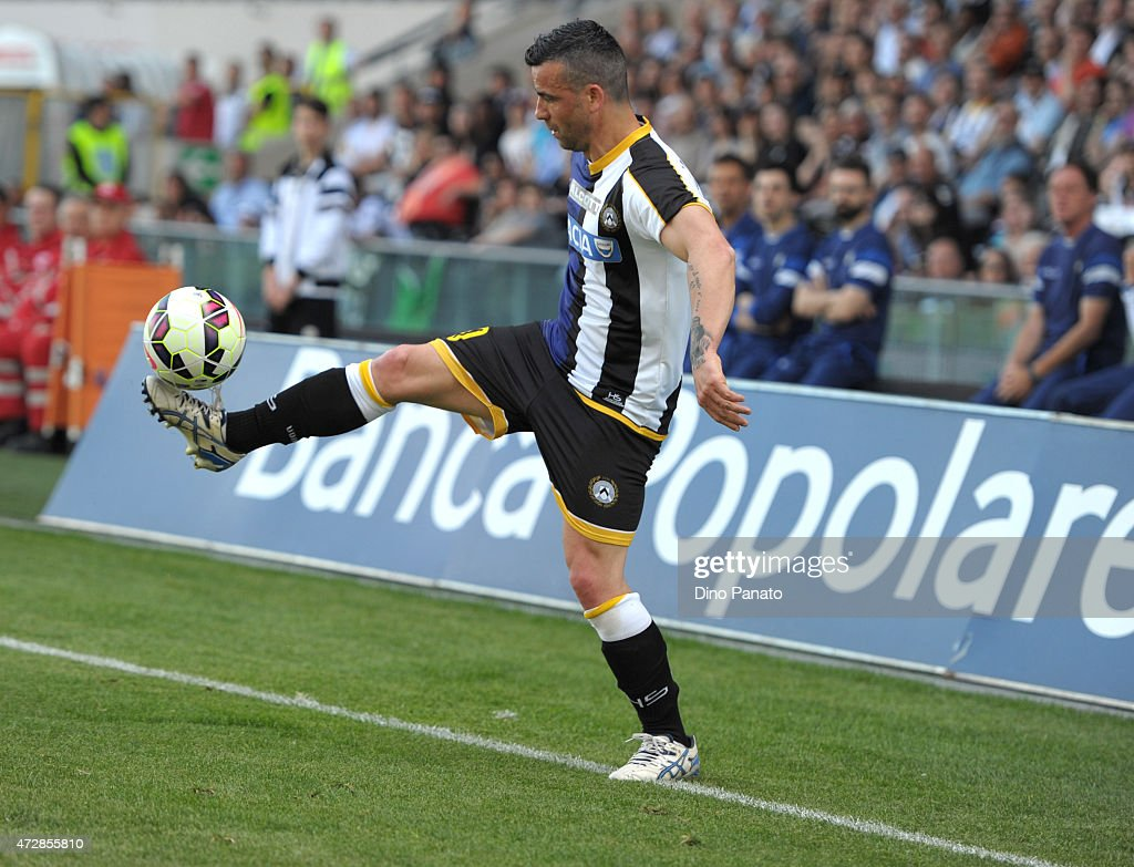 Antonio Di Natale of Udinese Calcio shoots during the Serie A match between Udinese Calcio and UC Sampdoria at Stadio Friuli on May 10, 2015 in Udine, Italy.