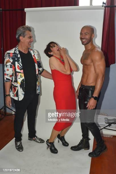 Antonio Escobar Maribel Fernandez 'La Pelangocha' and Leopoldo Dubuc pose for photos during a photocall for the play 'El Ultimo Dia de Mi Vida' at...