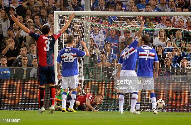 Antonio Floro Flores of Genoa CFC scores the first goal during the Serie A match between Genoa CFC and UC Sampdoria at Stadio Luigi Ferraris on May 8...