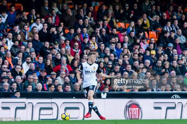 Antonio Latorre Grueso Lato of Valencia CF in action during the La Liga 201718 match between Valencia CF and Villarreal CF at Estadio de Mestalla on...